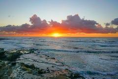 Beau coucher du soleil de plage dans La Jolla, CA images libres de droits