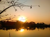 Beau coucher du soleil de soirée photo stock