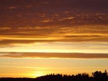 Beau coucher du soleil en Finlande, ici en Scandinavie Image libre de droits