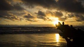 Beau coucher du soleil en La Barra sur le Pacifique colombien Image libre de droits