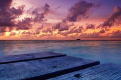 Beau coucher du soleil en Maldives image libre de droits