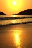 Beau coucher du soleil en mer Images libres de droits