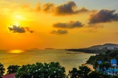 Beau coucher du soleil féerique sur l'île de Koh Phangan, Suratthani, Thaila photo stock