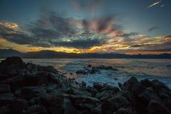 Beau coucher du soleil hawaïen de plage Photographie stock libre de droits