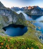 Beau coucher du soleil norvégien dans Lofoten Images stock