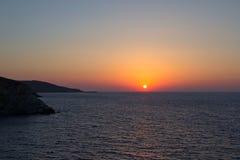 Beau coucher du soleil ou lever de soleil au-dessus d'horizon de mer Images libres de droits