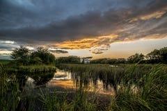 Beau coucher du soleil près de ma maison photo libre de droits