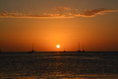 Beau coucher du soleil sur l'?le de matoir de Caye ? Belize photographie stock