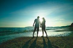 Beau coucher du soleil sur la plage Image libre de droits