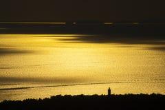 Beau coucher du soleil sur un bord de la mer Photos libres de droits