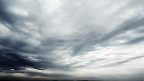 Beau coucher du soleil, temps-faute, nuages orageux 4k banque de vidéos