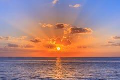 Beau coucher du soleil tiré de Cozumel Mexique photos stock