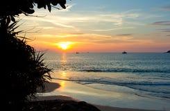Beau coucher du soleil tropical image stock