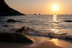 Beau coucher du soleil tropical photographie stock
