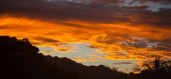Beau coucher du soleil tropical hawaïen Oahu de Paradise photo libre de droits