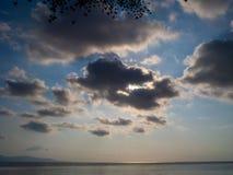 Beau, cumulus dans le ciel bleu photo stock