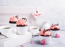 Beau cupecake de chocolat avec le coeur Photo stock