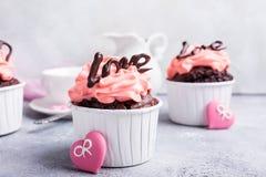 Beau cupecake de chocolat avec le coeur Photographie stock libre de droits