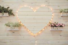 Beau décor blanc de coeur de mariage pour la photo Photo stock