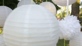 Beau décor de plan rapproché pour une partie des lanternes de Chinois de livre blanc banque de vidéos