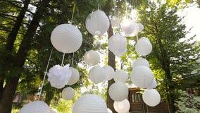Beau décor pour une partie des lanternes de Chinois de livre blanc banque de vidéos