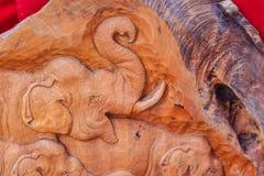 Beau découpage du bois de la famille d'éléphant Art Handmade antique Photos stock