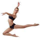 Beau danseur féminin posant dans le saut gracieux Image libre de droits