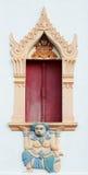 Beau de la fenêtre thaïlandaise traditionnelle d'église de style Photo stock
