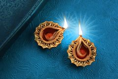 Beau Diwali d'or Diya Lamp Lights Photographie stock libre de droits
