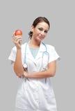 Beau docteur féminin avec une pomme Photos stock