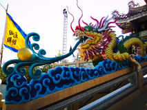 Beau dragon chinois d'or Photos stock