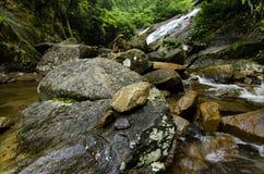 Beau en cascade de Gabai de nature située dans la Malaisie, stupéfiant images libres de droits