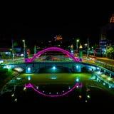 Beau et intéressant pont dans la ville image stock