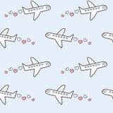 Beau et romantique avion mignon avec des coeurs dans l'illustration sans couture de fond de modèle de ciel Photo libre de droits