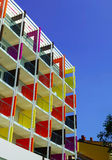 Beau fasade coloré de nouvel hôtel sur la station de vacances de mer Photos stock