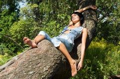 Beau femme à la nature Image stock