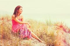 Beau femme à la plage photos stock