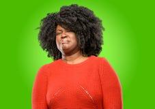Beau femme africain avec le cheveu bouclé photos libres de droits