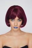 Beau femme asiatique avec le cheveu rouge Photographie stock libre de droits