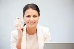 Beau femme avec de l'euro argent d'argent comptant Photographie stock libre de droits
