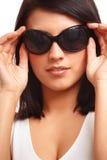 Beau femme avec des lunettes de soleil photographie stock libre de droits