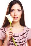 Beau femme avec la fleur de calla Photo stock