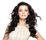 Beau femme avec le long cheveu de beauté. Photos stock