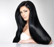 Beau femme avec le long cheveu droit Photos libres de droits
