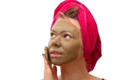 Beau femme avec le masque cosmétique photo libre de droits