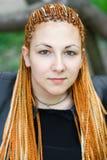 Beau femme avec les tresses africaines Photographie stock libre de droits