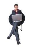 Beau femme d'affaires sur un ordinateur portatif Photo stock