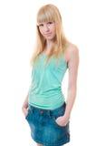 Beau femme dans des jupes de jeans Photographie stock