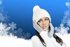 Beau femme dans des vêtements de l'hiver Image libre de droits