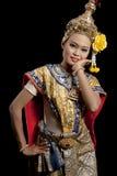 Beau femme dans la danse thaïe Photographie stock